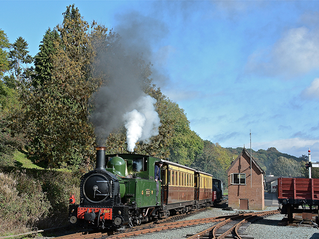 Recreate the GWR of the 1920s with 823 and authentic mixed train